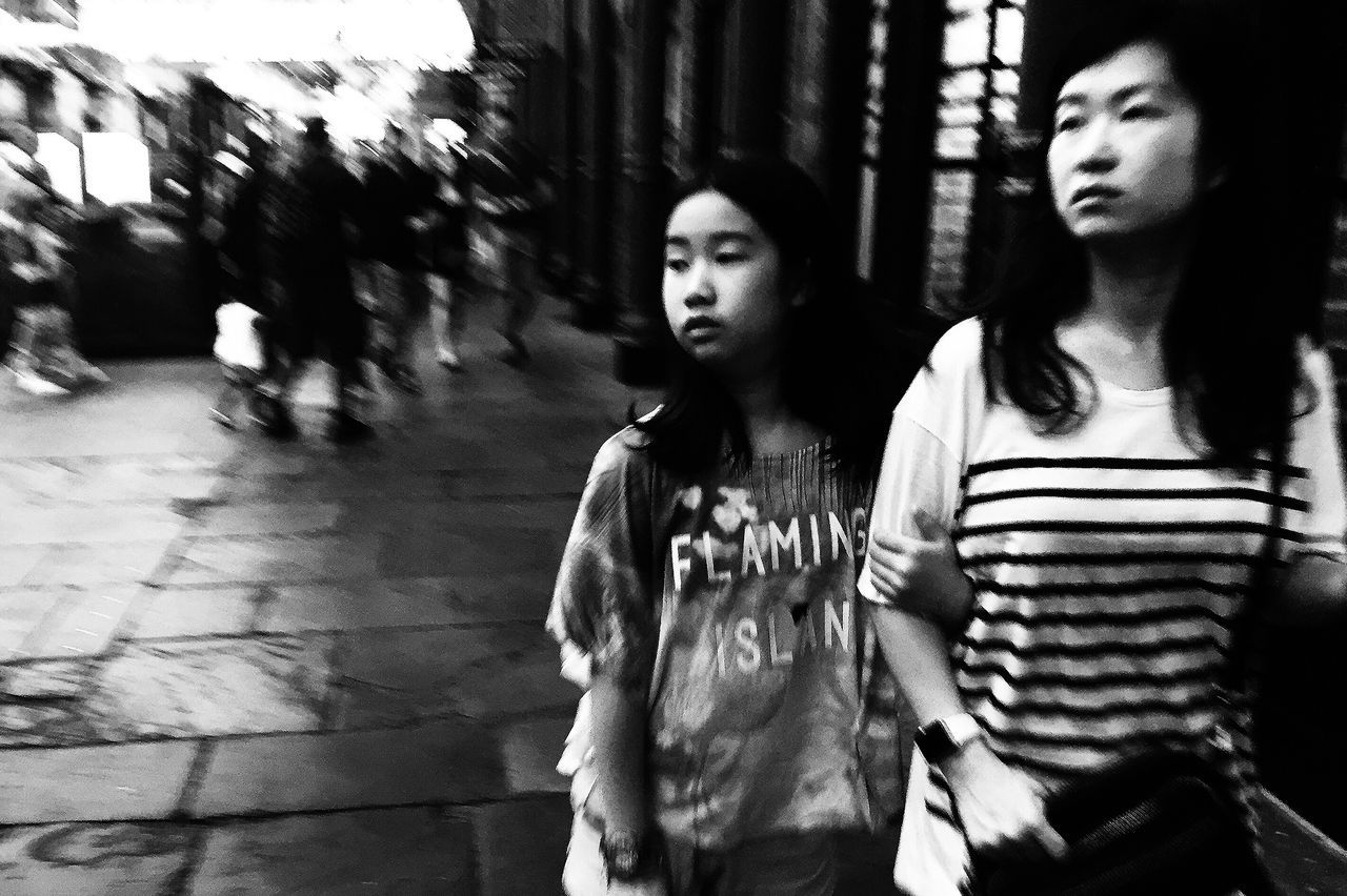 AMPt - Street Streetphotography Walking Around Blackandwhite Streettogs Flaneur Streetphoto_bw Blancoynegro NEM Black&white London Streetphotography_bw Street Monochrome Black And White Street Life Contrast