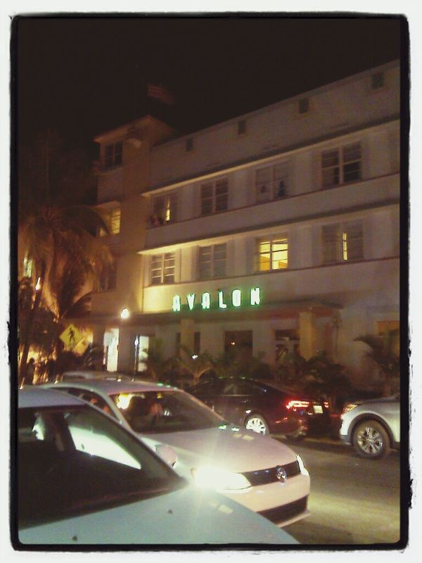 Invitan al party desde la ventana... Miami Nights Miami Beach At Miami Beach Taking Photos