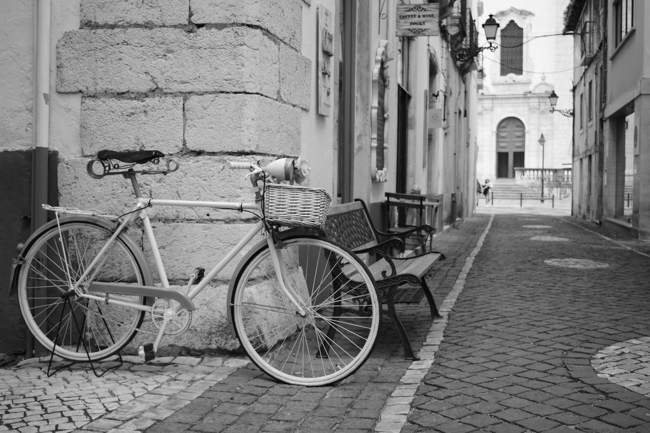 Bicycle Transportation City Old-fashioned No People Architecture Outdoors Day Velo Bicicleta Antigo Old Buildings Noir Et Blanc Black And White Leiria Portugal