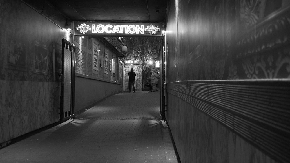 location Streetphotography Streetphoto_bw Streetphoto Street At Night Nightphotography Night Life Nightview Black And White Photography Black&white Building Buildings Buildingphotography Eyembestshots Our Best Pics Eyem Best Shot City View  Entrance Portal Ourbestshots