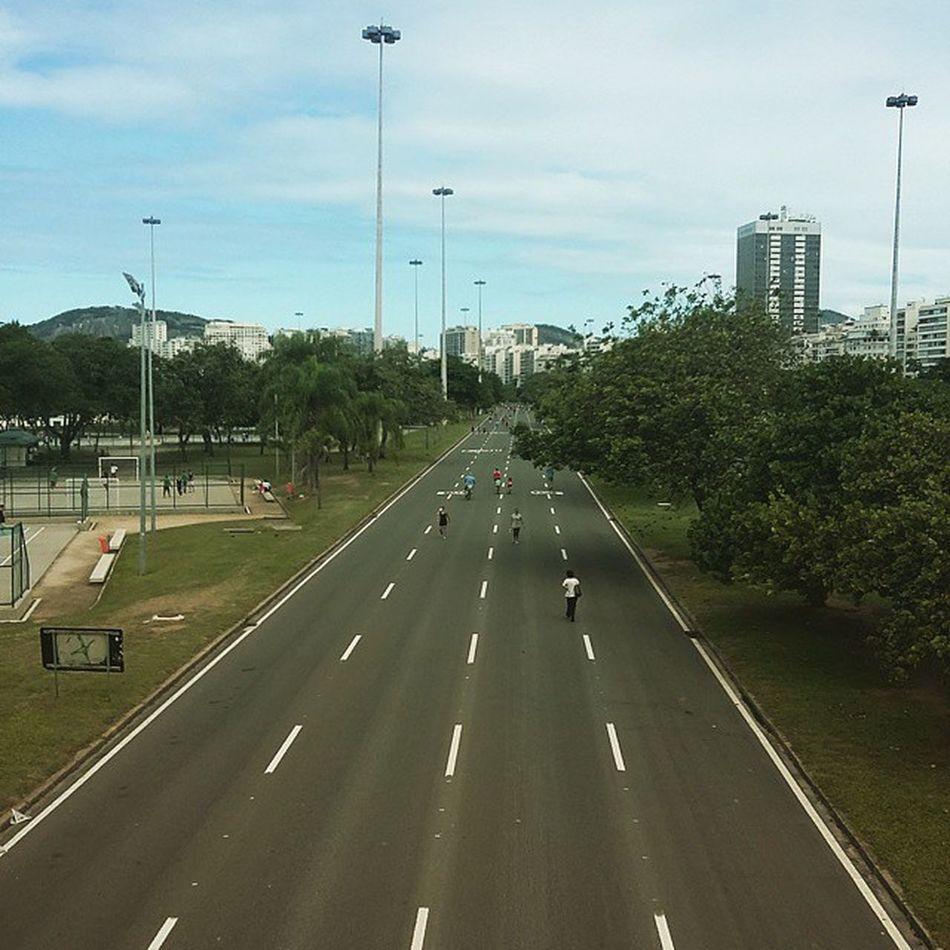 Domingo: quando o aterro é de todos! 💚💛 Runing Aterro Riodejaneiro RJ brazil
