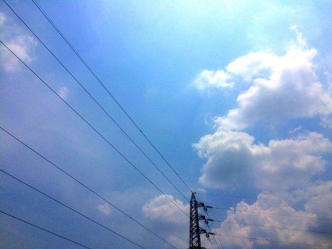 白っちゃけた空だけど、チョット小細工したら悪くないかも… 雲 空 鉄塔 イマソラ