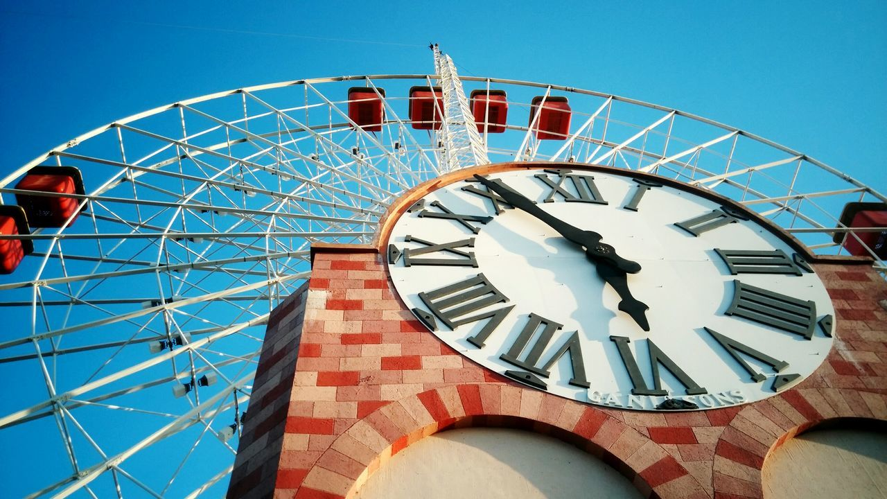 Taking Photos Check This Out Hello World Relaxing Enjoying Life Hanging Out Watch The Clock Clock Tower Clock Clocktower Clockwise Clocktowers Merrygoround Building Built Structure Building Exterior