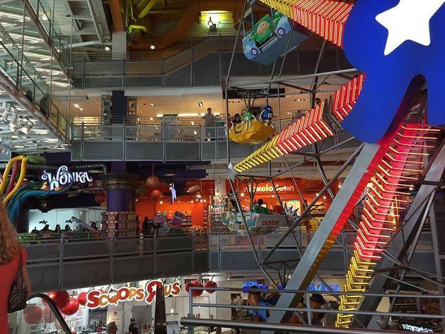 Ferris Wheel Toys R Us Times Square NYC Timesquarenyc Thankyoutoysrus IdontwanttogrowupimatoysRuskid Toysrustimessquare New York City Manhattan NYC LIFE ♥ NYC Photography EyeEm In NYC 2015