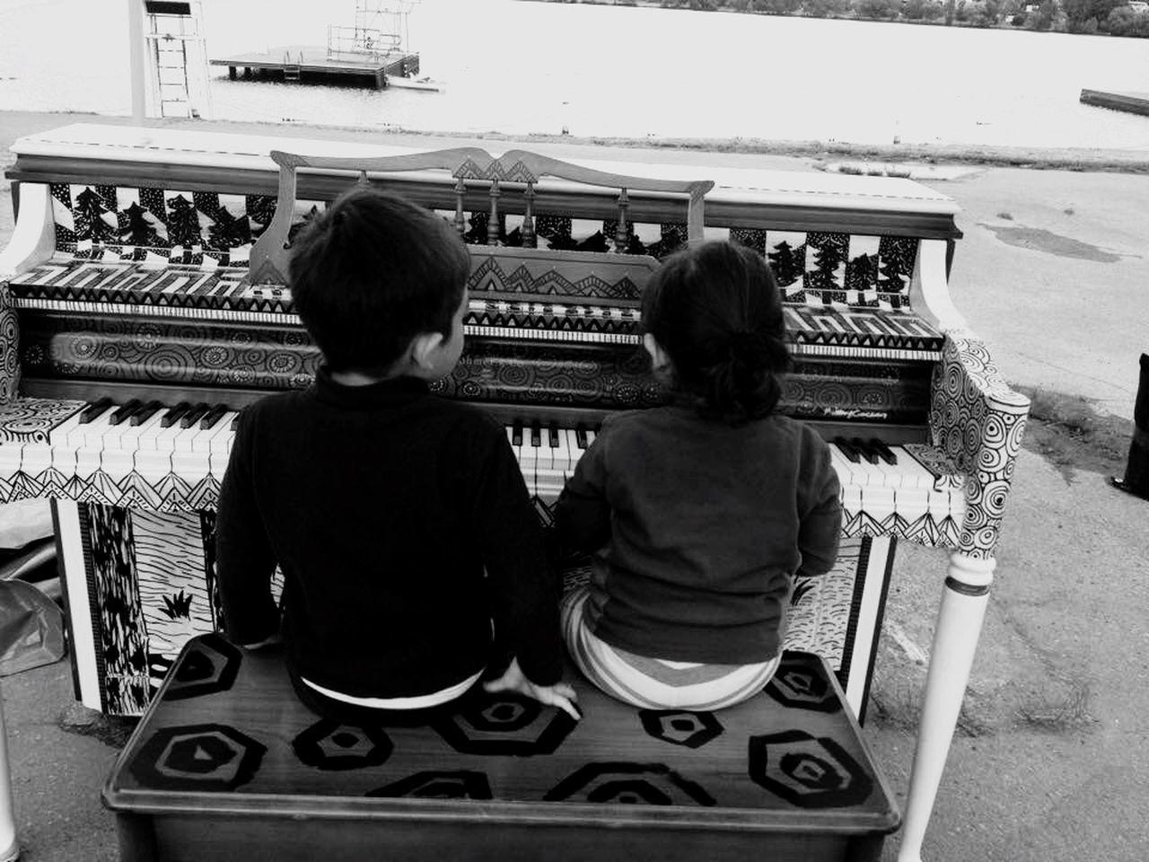 Playing. In front the Lake ! Piano Music Relaxing Enjoying Life People Watching Blackandwhite Seattle, Washington Good Choices