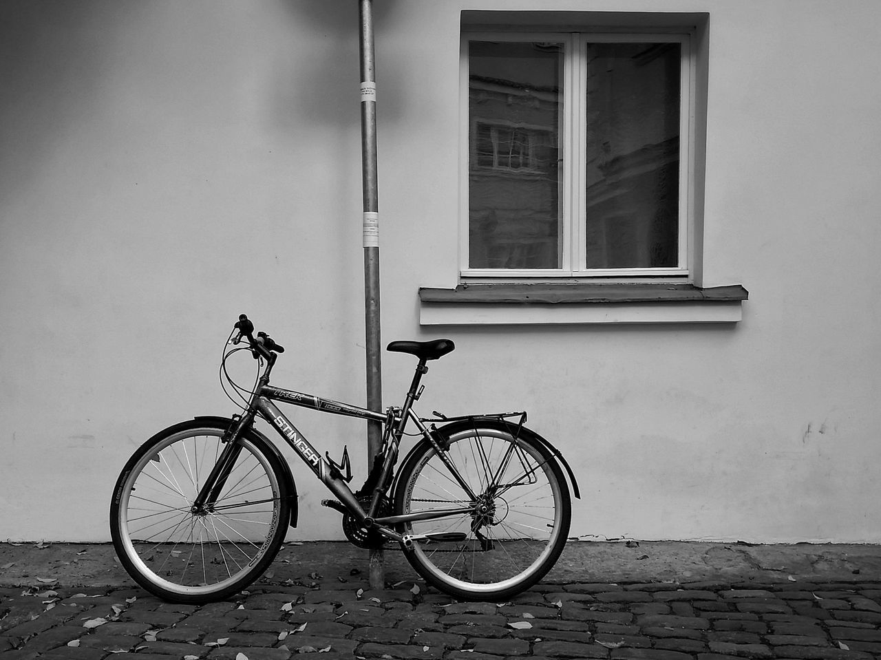 bicycle, transportation, mode of transport, land vehicle, stationary, building exterior, parking, outdoors, built structure, day, architecture, window, no people, bicycle rack