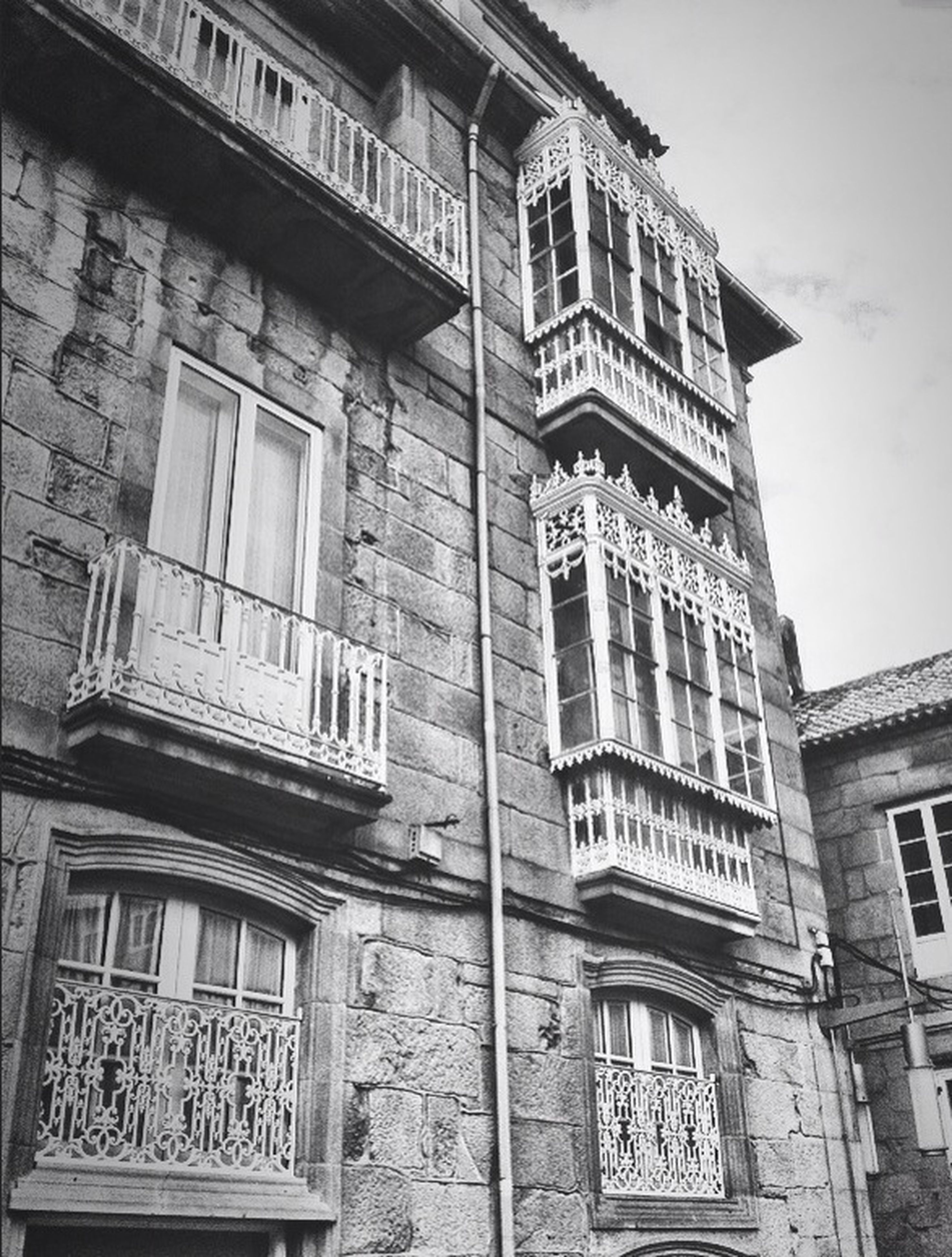 architecture, building exterior, built structure, window, low angle view, building, residential building, residential structure, city, balcony, facade, sky, day, old, outdoors, no people, clear sky, glass - material, house, history