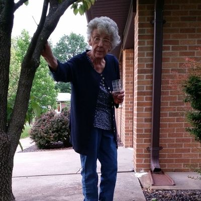 Talking to my funny neighbor Ms Jean. She always has a funny story. Spend time with ur elders...theyre awesome! Luv her??