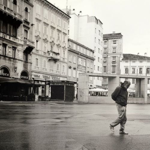 The last man on earth. Street Photography AMPt - Street Monochrome Streetphotography_bw