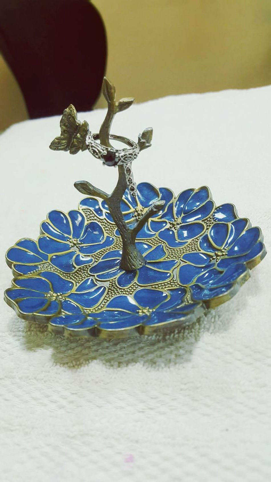 Luxury Shiny Jewelry Ring Holder Butterfly Rings No People Precious Gem Diamond Rings Flower Base Blue Blue Flowers
