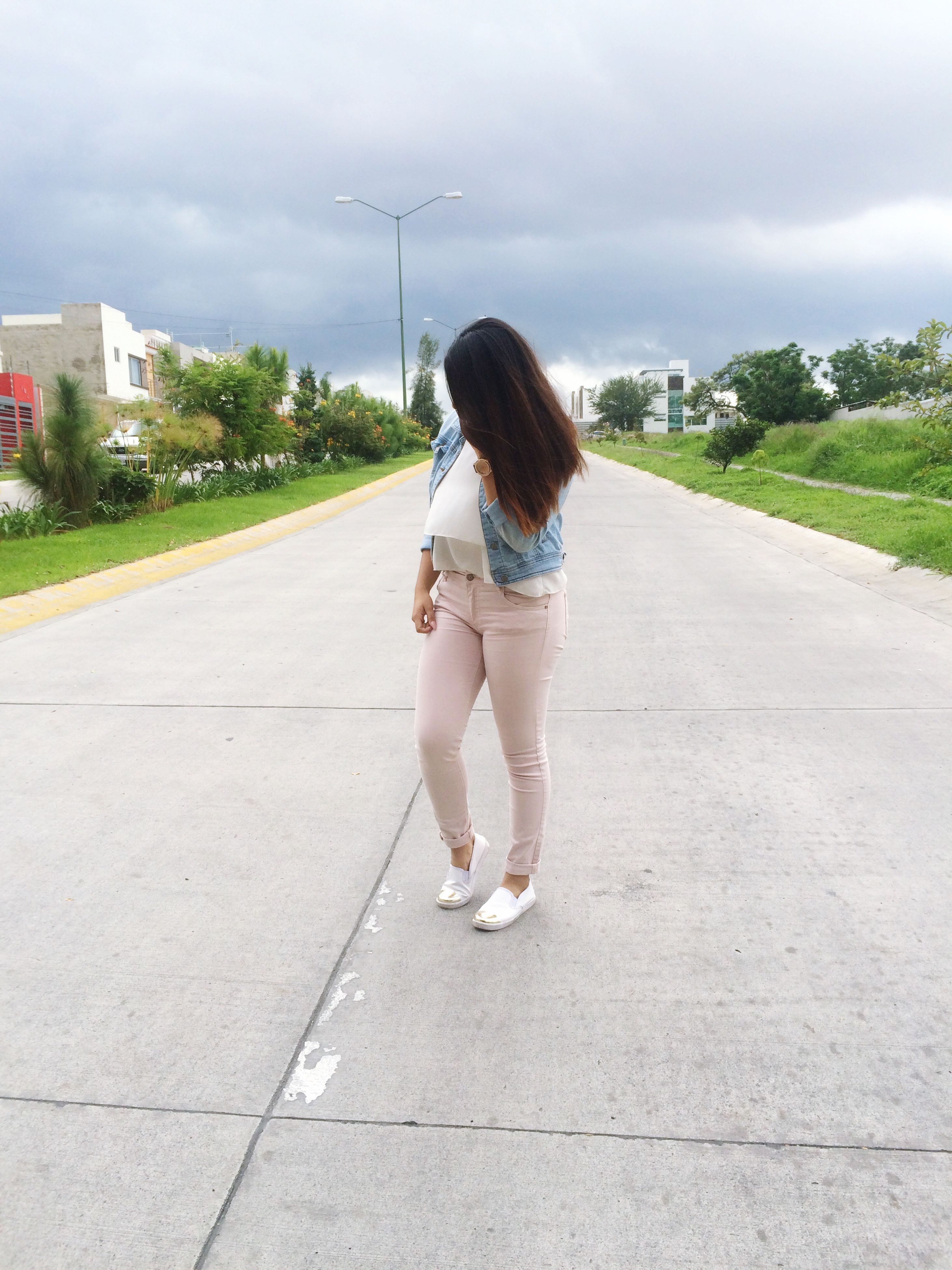 full length, leisure activity, lifestyles, long hair, casual clothing, young women, young adult, sky, person, cloud - sky, day, weekend activities, vacations, nature, outdoors, city life, footpath