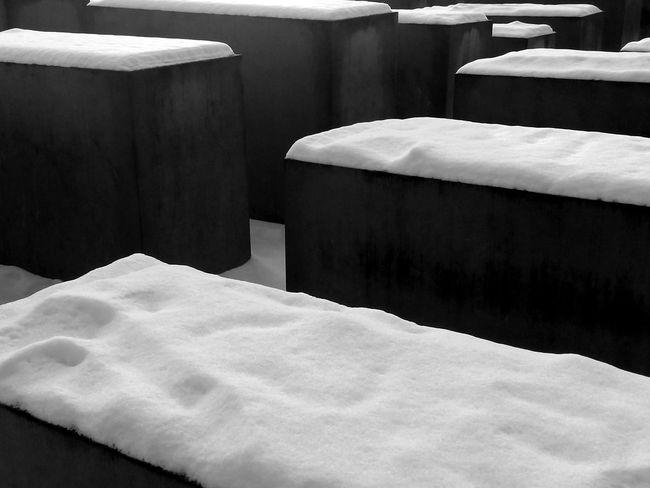 Denkmal für die ermordeten Juden Europas Denkmal Für Die Ermordeten Juden Europas Field Of Steles FootPrint Holocaust Memorial Holocaust Memorial Berlin Memorial Snow Stelenfeld