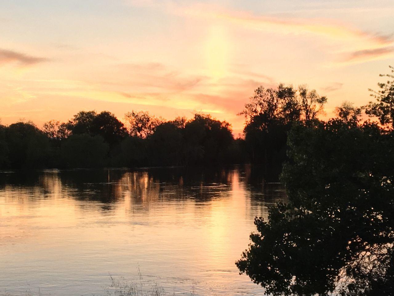 Sacramento, California Sacramento River Sunset Beauty Endoftheday Beauty In Nature Sky River Peaceful