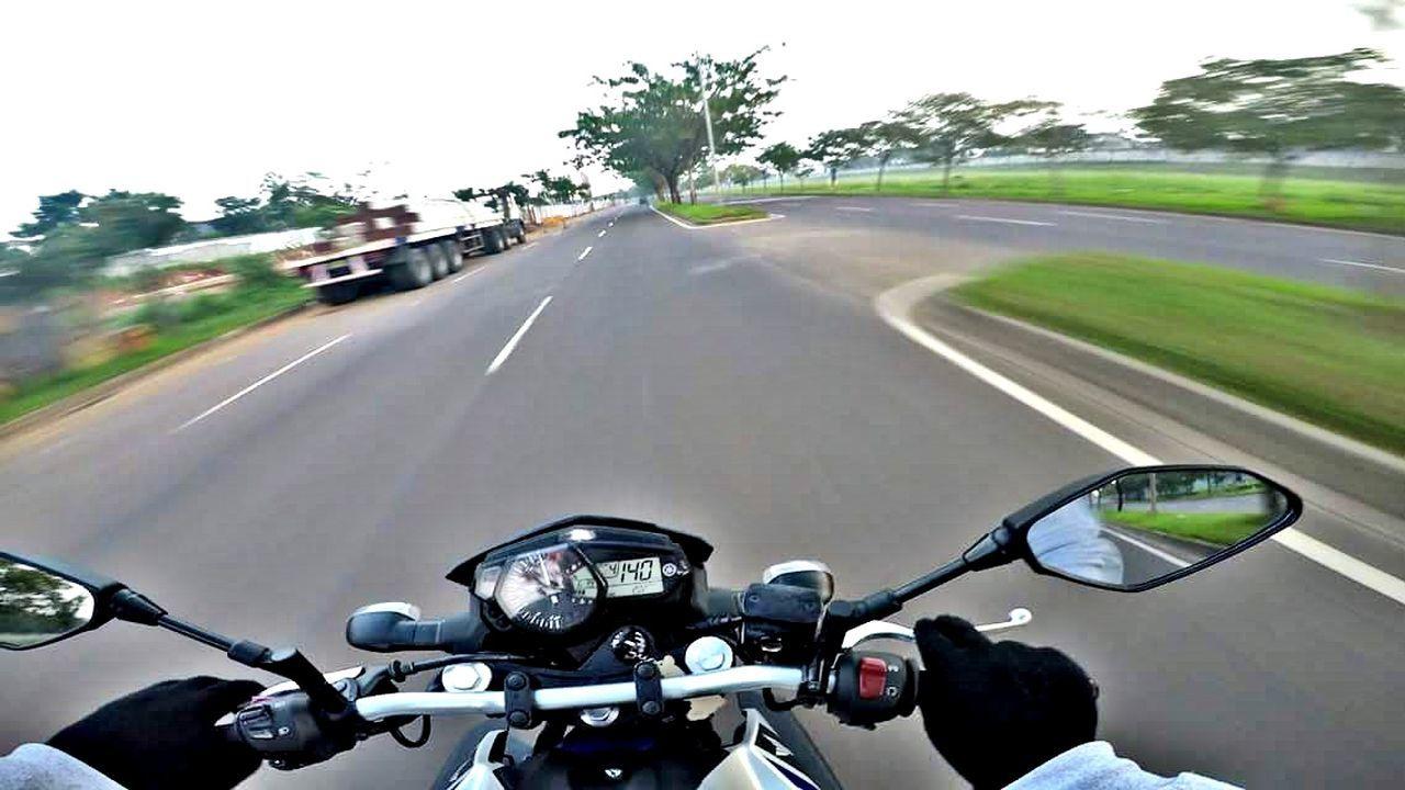 Adapted To The City Hello JakartaStreet Jakarta INDONESIA Explore Exploreindonesia Adventure Sky Outdoors Photography Yamaha R15 Yamaha R25 Yamaha R6 Yamaha MT25 Yamaha MT03 Tree Day Nature Yamaha Bikers Motorcycle Race