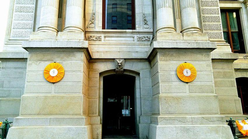 🌈⭐🌠🌍🌞 Urban Geometry Philadelphia Downtown Light And Shadow Philadelphia Popefrancis Pope Francis is visting Philadelelphia Pa. City Hall signs.🔔