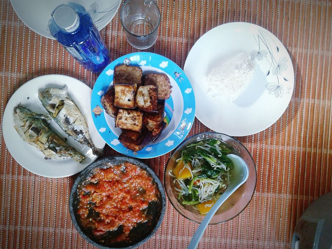 My Lunch Tofu Sayurbening Sambal Terasi Tahu Goreng Fried Tofu Ready-to-eat Lunch Delicious Foods Healthy Eating Spinach Soup Hot Chillies Table Plate Food And Drink Still Life Directly Above Food Indoors  High Angle View No People Freshness Tablecloth Indulgence Serving Size Bowl