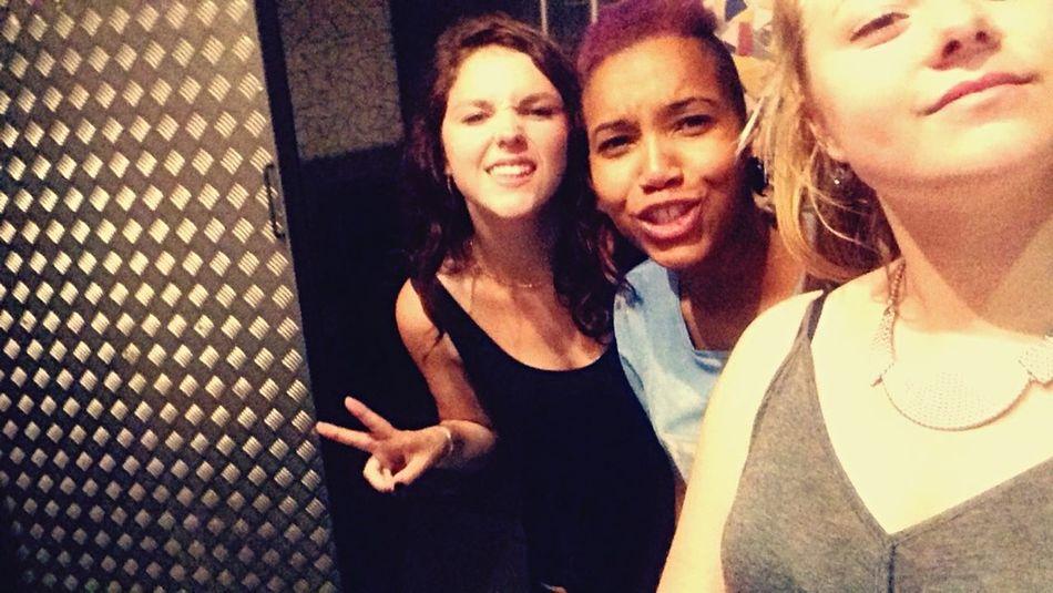 Villarouge Friends Girls Happinessmoment Love MarkDekoda 💊🔊🔞
