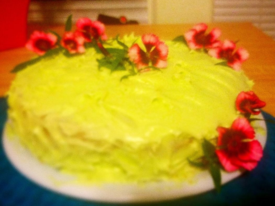 The Essence Of Summer Key Lime Cake Flower Decorations Yum!!! Magenta Flowers Cool Colorful Summer Cake