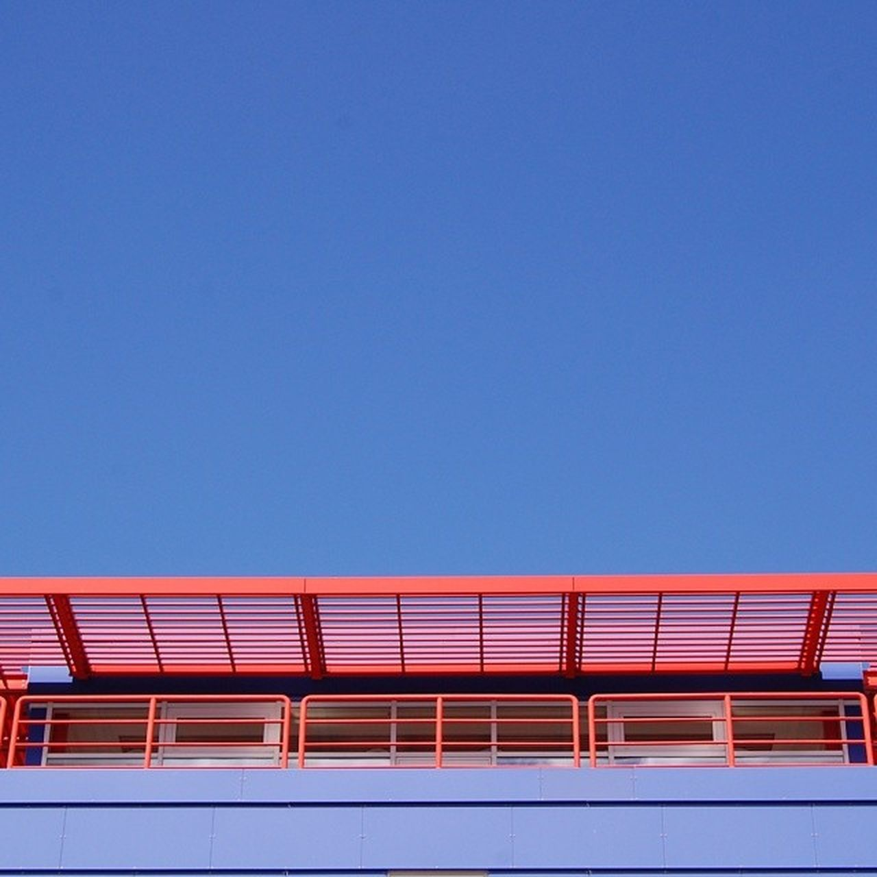 BLUE AND RED IN SYMMETRY Ip_photo_of_day Ip_gallery_week31_symmetry