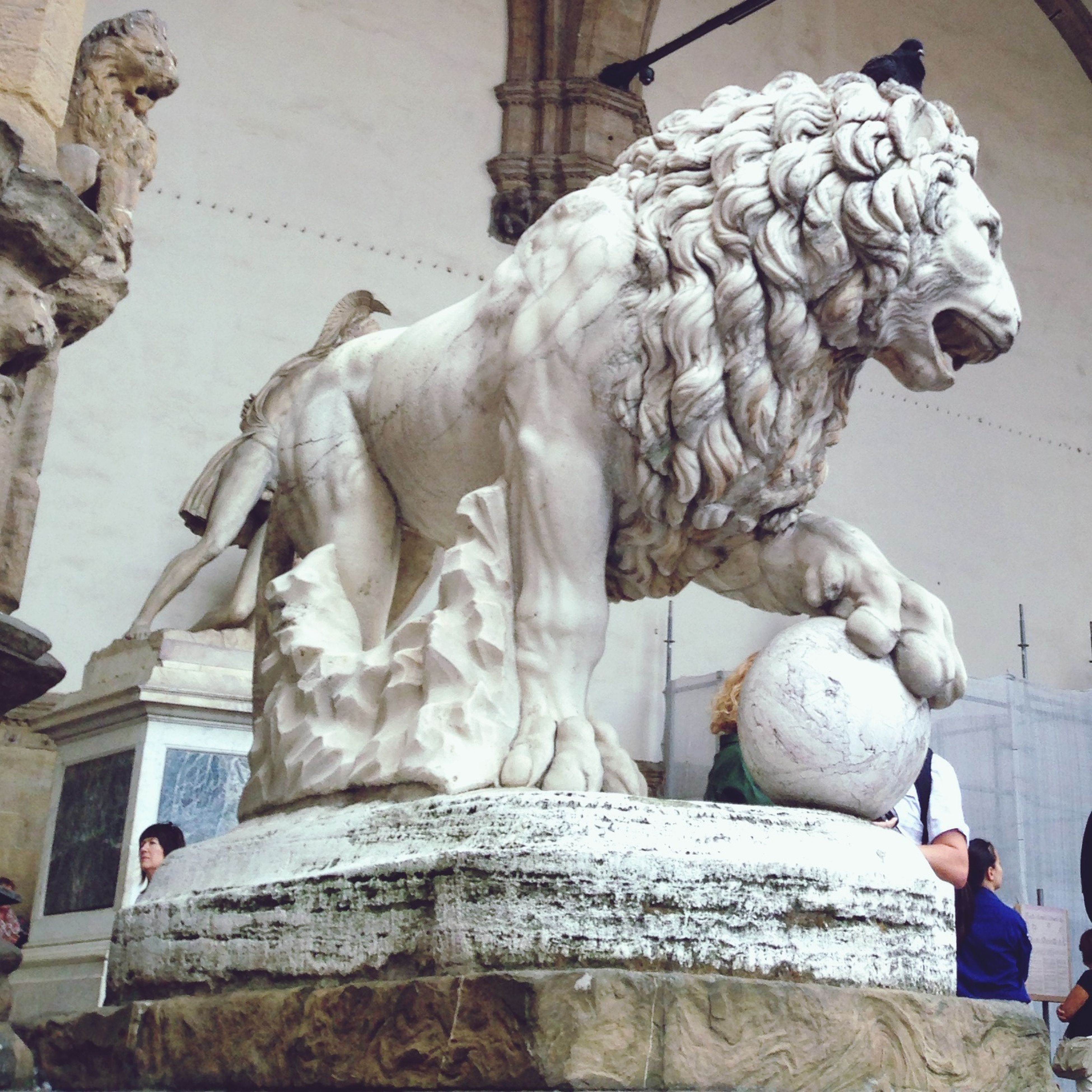statue, sculpture, human representation, art and craft, art, creativity, architecture, built structure, building exterior, famous place, animal representation, carving - craft product, low angle view, travel destinations, history, craft, tourism, travel
