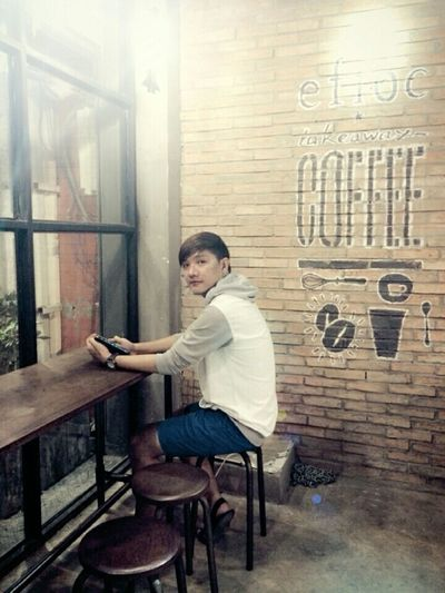 Nothing make me smile... I 'm bore... here is bore...everything 're bore... FreeTime Saigon Vietnam Vietnamese Saigon Night Vietnameseboy Coffee Time Coffee Waiting ... Drinking Coffee