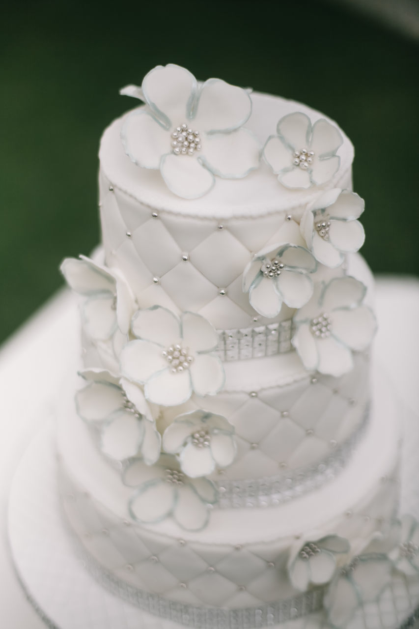 white color, no people, food and drink, table, wedding cake, indoors, dessert, close-up, sweet food, food, day, freshness