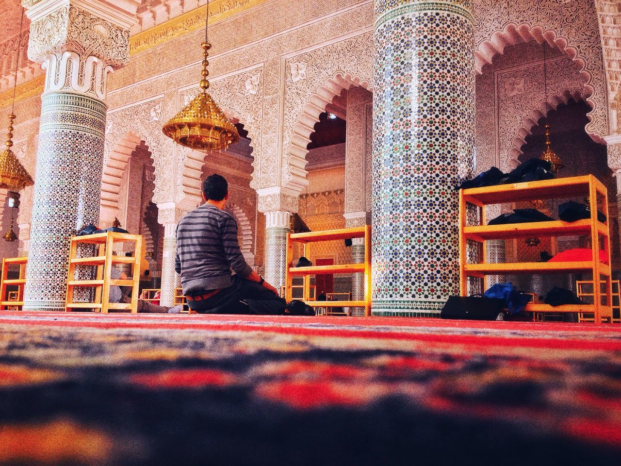 Real People Religion Mosqée muslim Place Of Worship Building Exterior Rear View Built Structure Lifestyles Architecture Spirituality One Person Travel Destinations Men Outdoors Day Love First Eyeem Photo
