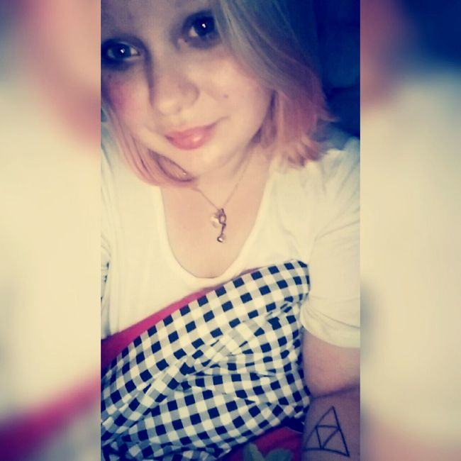 Tattoo ❤ Snapchat Triforce Plussize Girl In Love ♡  Wuppertal Tattooed Self Portrait At Home Selfie BlueEyes Smile❤ Shorthair Notperfect Plugs Bubblegumhair