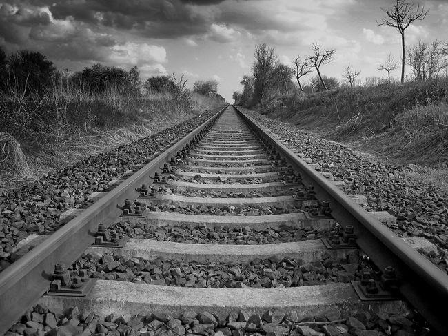 Bahnschienen Düster Eisenbahn Endlos Gleise Reisen Schienen Unendlich