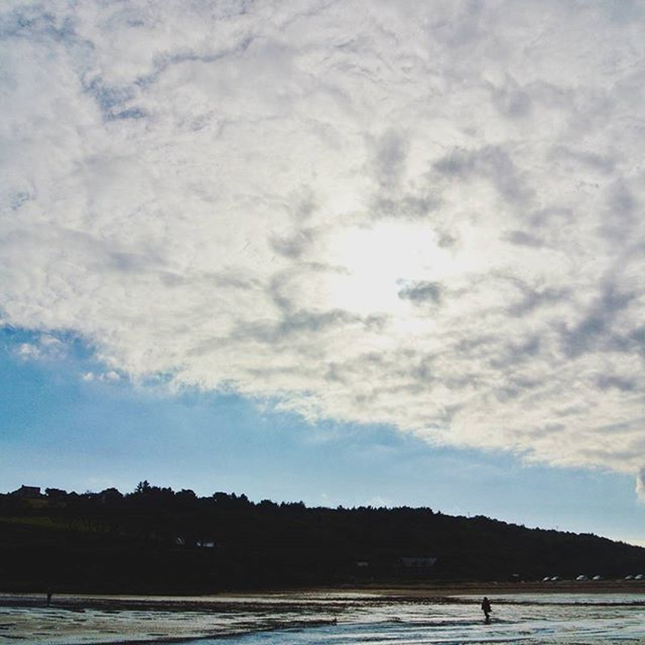 Cloudy Sky ☁☁☁🌊 Found this looking back through some old pictures of this term Nature Clouds Beach Sky Skylovers Naturelovers Trees Skyline Pixelpanda Ig_nature