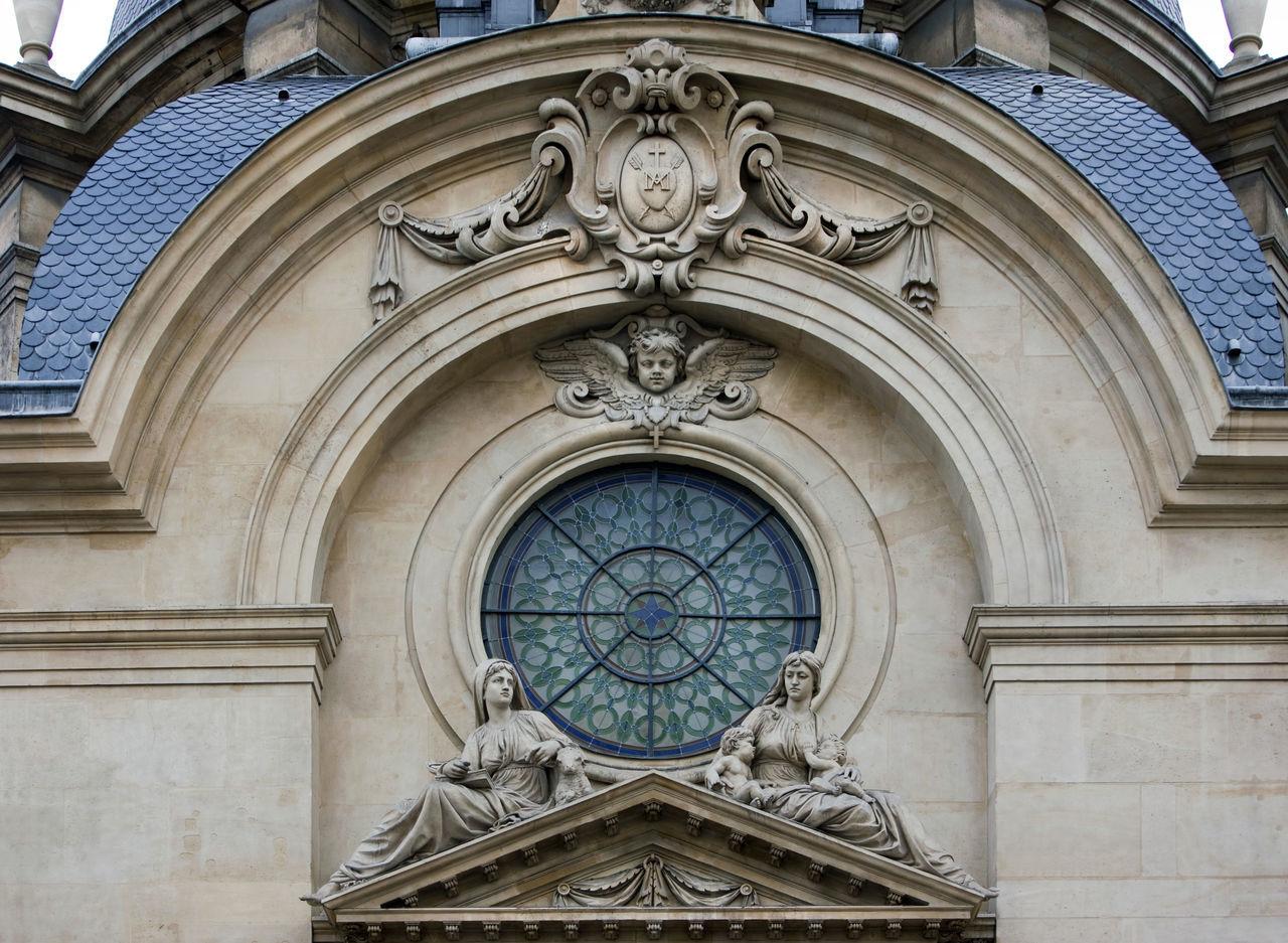 Temple du Marais - 17 Rue Saint-Antoine - Paris 75004 Arch Architecture Astrology Sign Building Exterior Church Clock Clock Face Day Façade Low Angle View No People Outdoors Paris Rose Window Statues
