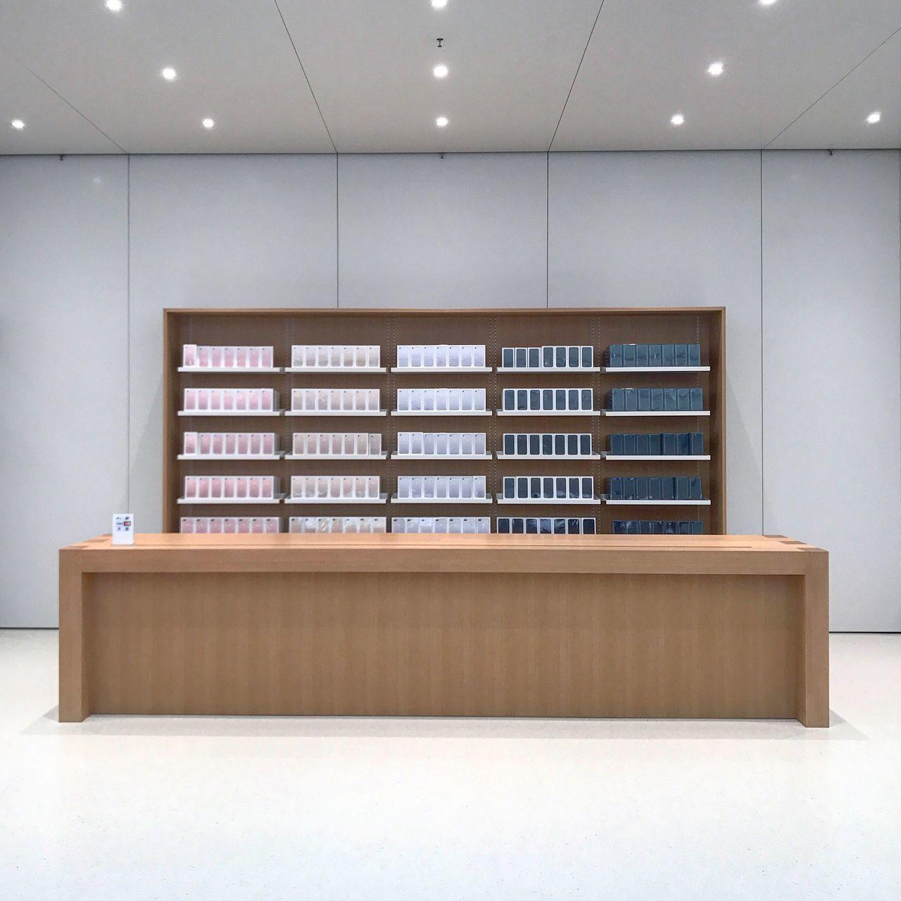 Beautifully Organized Applestore HongKong Shatin IPhone