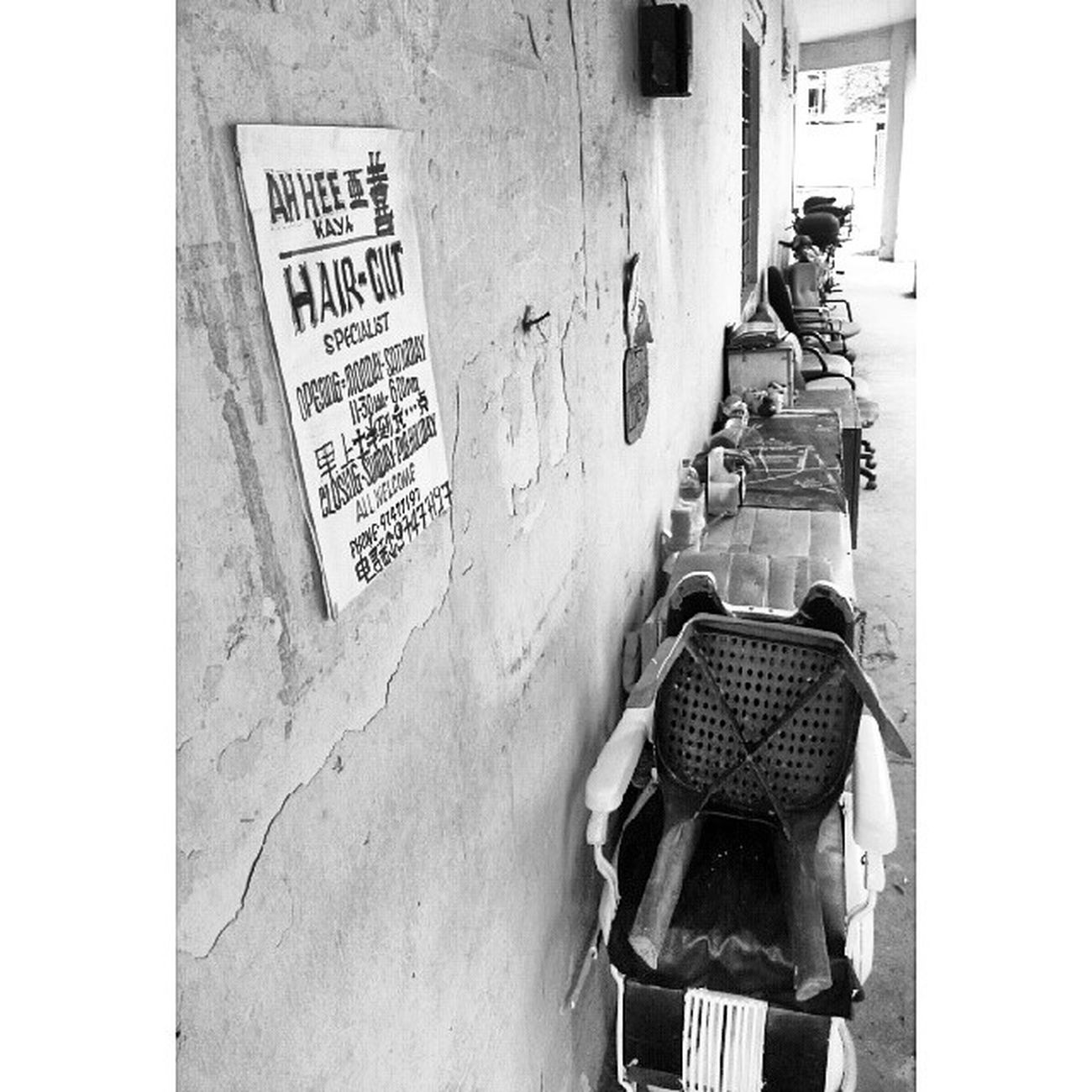 Life without colours: 4 - the barber without a shop. Monochrome Bnw_globe Igfotogram_4bw Ig_fotogramers