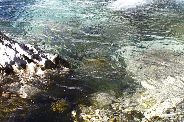 Se poniamo a confronto il fiume e la roccia, il fiume vince sempre non grazie alla sua forza ma alla perseveranza. Water Nature Sea Rippled High Angle View Beauty In Nature No People Tranquility Day Outdoors Scenics Wave Close-up