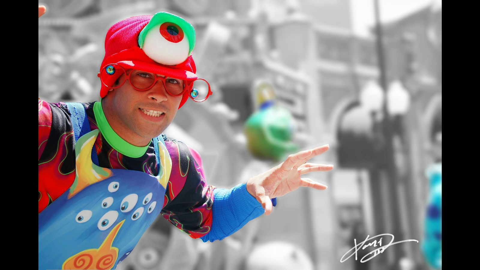 Multi Colored Vibrant Color Selective Focus Simplebutbeautiful Through My Eyes Through My Lens Simple Photography EyeEm Best Shots My Point Of View EyeEmBestPics The Week Of Eye Em EyeEm Gallery Throughmyeyes Day Outdoor Outdoor Photography Outdoors Themepark Theme Park Entertainment Show Monsters Monster
