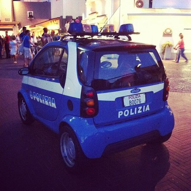 #capri #police #polizei #polizia #smart Patrol  Polizia Car Criminal Dogs Locations Scene Quickly Mini Operations Reach Certain High Assist Police Visibility Polizei Suspects Napoli Officers Capri Adapted Smart Crime Bomb Incident