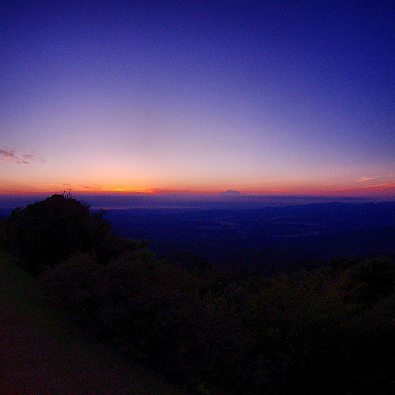 結局朝までいた 青山高原 朝日 空 Risingsun