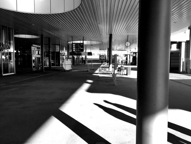 Heute halb 10 ... ein Schluck aus dem Gesunden Brunnen ... 🚶🏻 Tadaa Community Mpro Blackandwhite Berlin Light And Shadow From My Point Of View Taking Photos IPhoneography Streetphotography_bw Fortheloveofblackandwhite Black & White Urbanphotography Urbanexploration Der Reisende Lines, Shapes And Curves Reality