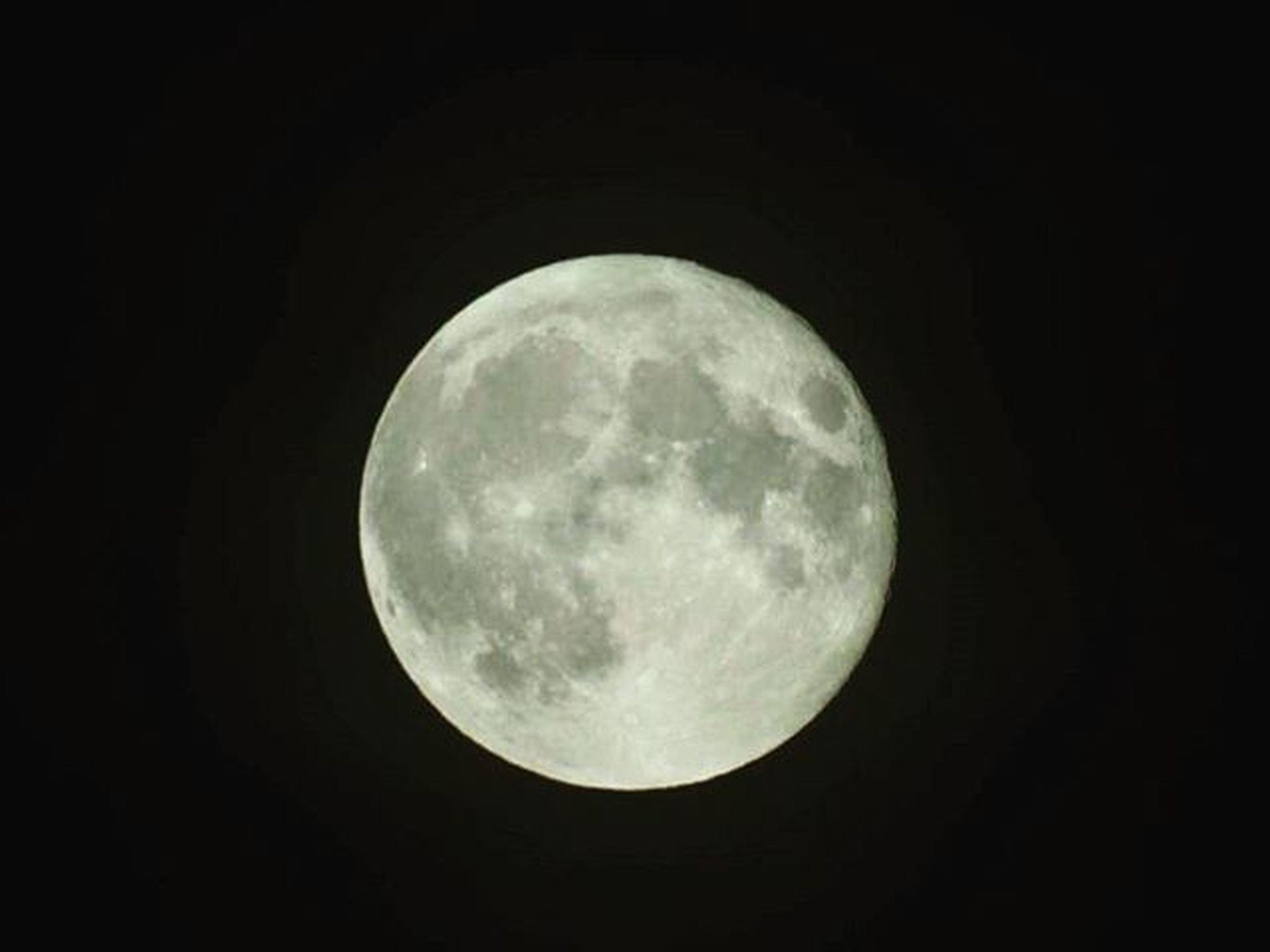 The moon tonight!'✌ Moon Loveit Goood Bright Cratours Darkness Dark Fullmoon Brightbigmoon Massive Nighttime