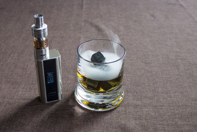 Dampf Dampfen Dampfer E-cig E-Cigarette E-Zigarette Rocks Still Life Vape Vapeporn Vaping Vaping Is The Future Vapingcommunity Vapor Vapour Whiskey Whiskey On Ice Whiskey On The Rocks Whisky