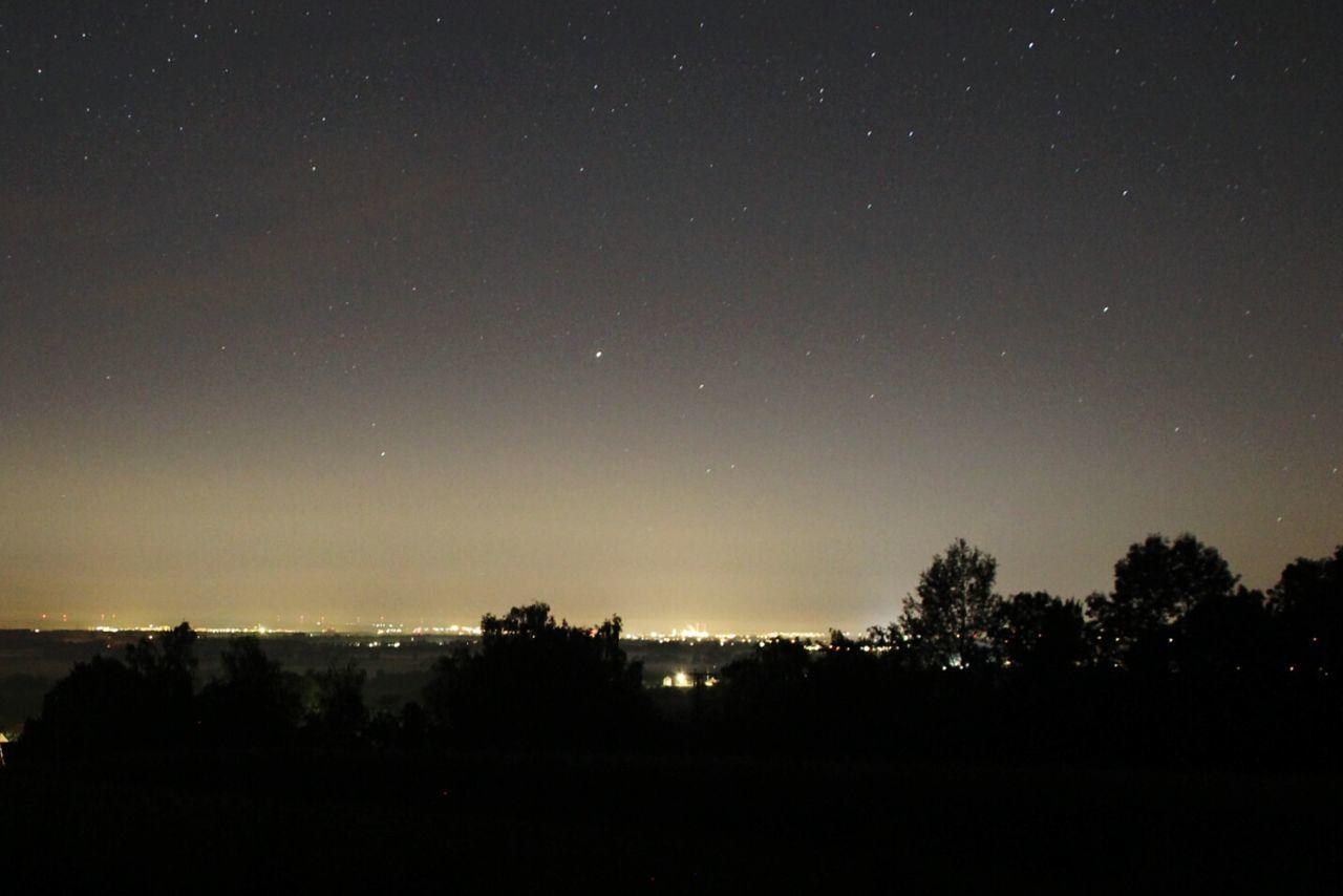 city glow viewed from a rural area Europe Night Night Light Light Pollution Stars Sky Night Sky Nacht Nachthimmel Lichtverschmutzung Sternenhimmel Sterne