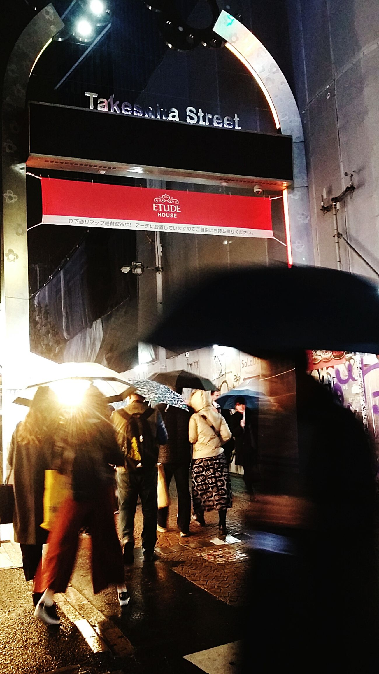 Rainy Unbrella Japanstreetphotography Tokyostreetphotography Streetphotography Harajuku Winter 2016 Tokyo Japan TokyoDec2016 JapanDec2016