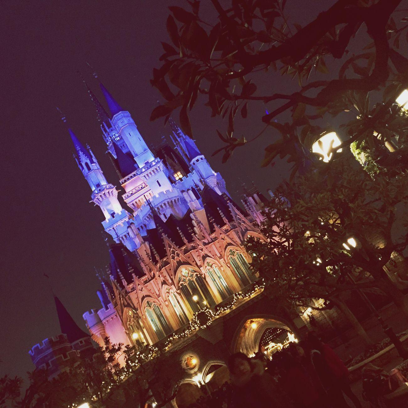 シンデレラ城のライトアップ。ほんとにきれい〜 Disney Tokyo Disney Land Night Lights Castle Japan Beautiful