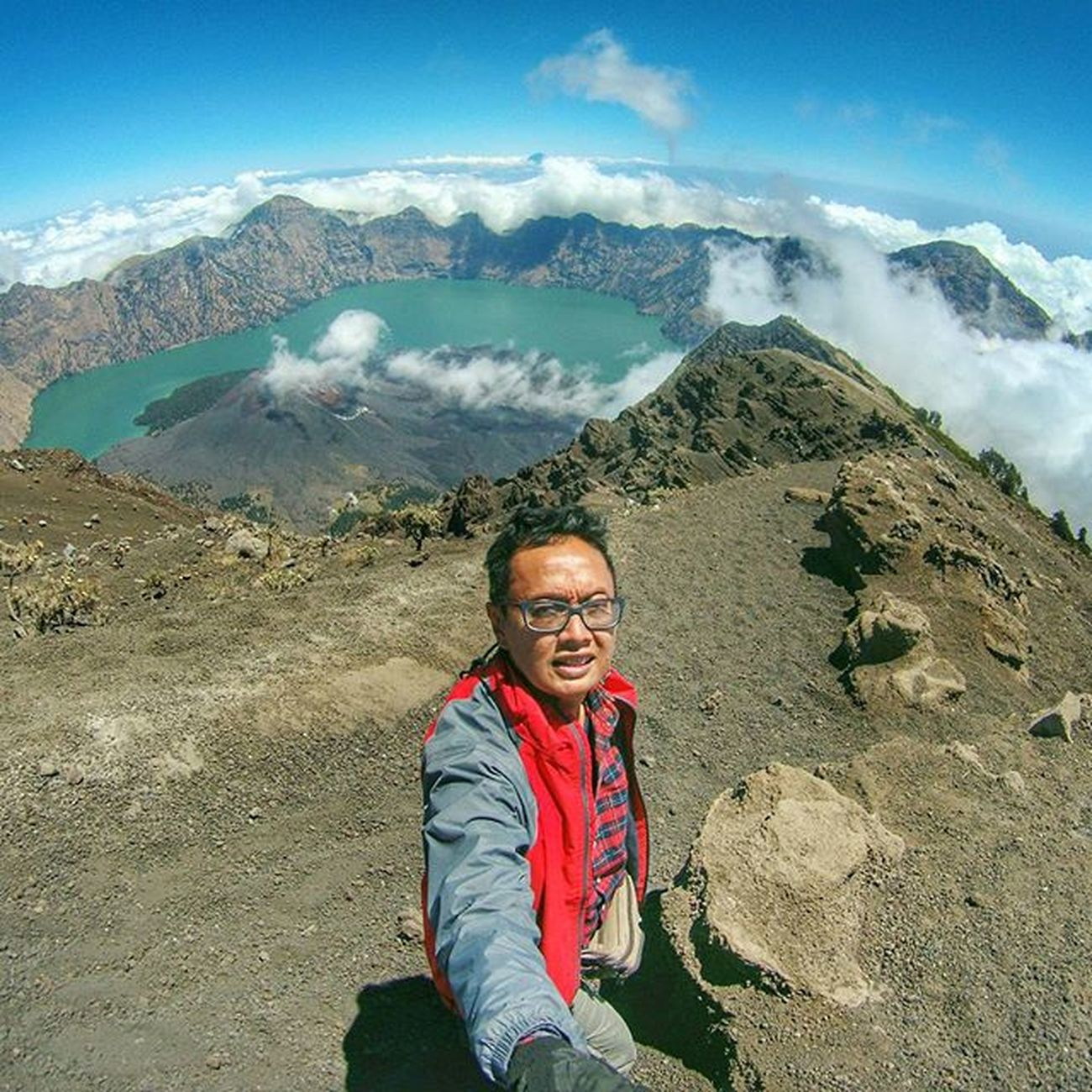 On the top of the world, the 3rd tallest mountain in Indonesia Sefo  2015  Rinjani