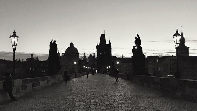 Sunrise | Charles Bridge | Prague Blancoynegro Blackandwhite Photography Atmospheric Mood Prague Charlesbridge Nightphotography