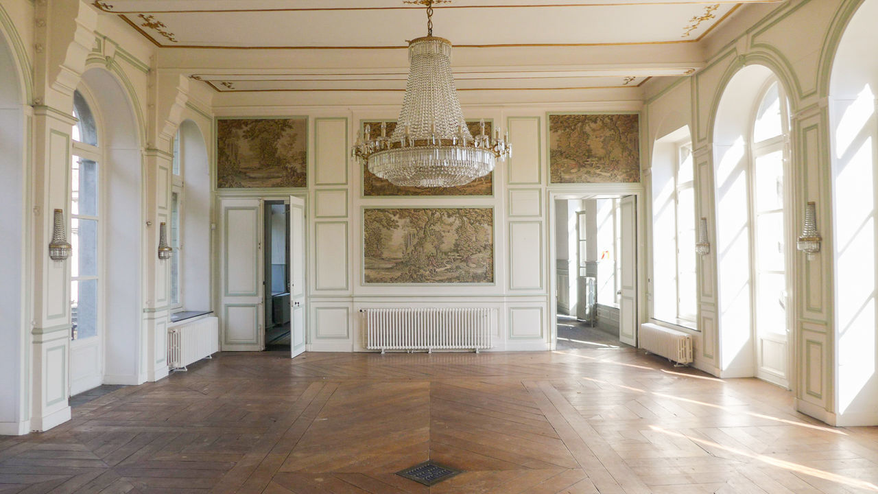 Elégance Luxury Beauty Architecture Fashion Upper Class Indoors  No People Day Discovering Photograph Photography Urbexexplorer Abandoned Places Abandoned Abandoned Buildings Abandonedplaces Lostplaces Urbexphotography Travel Destinations Urbexworld Urbex History Dancefloor Sunlight