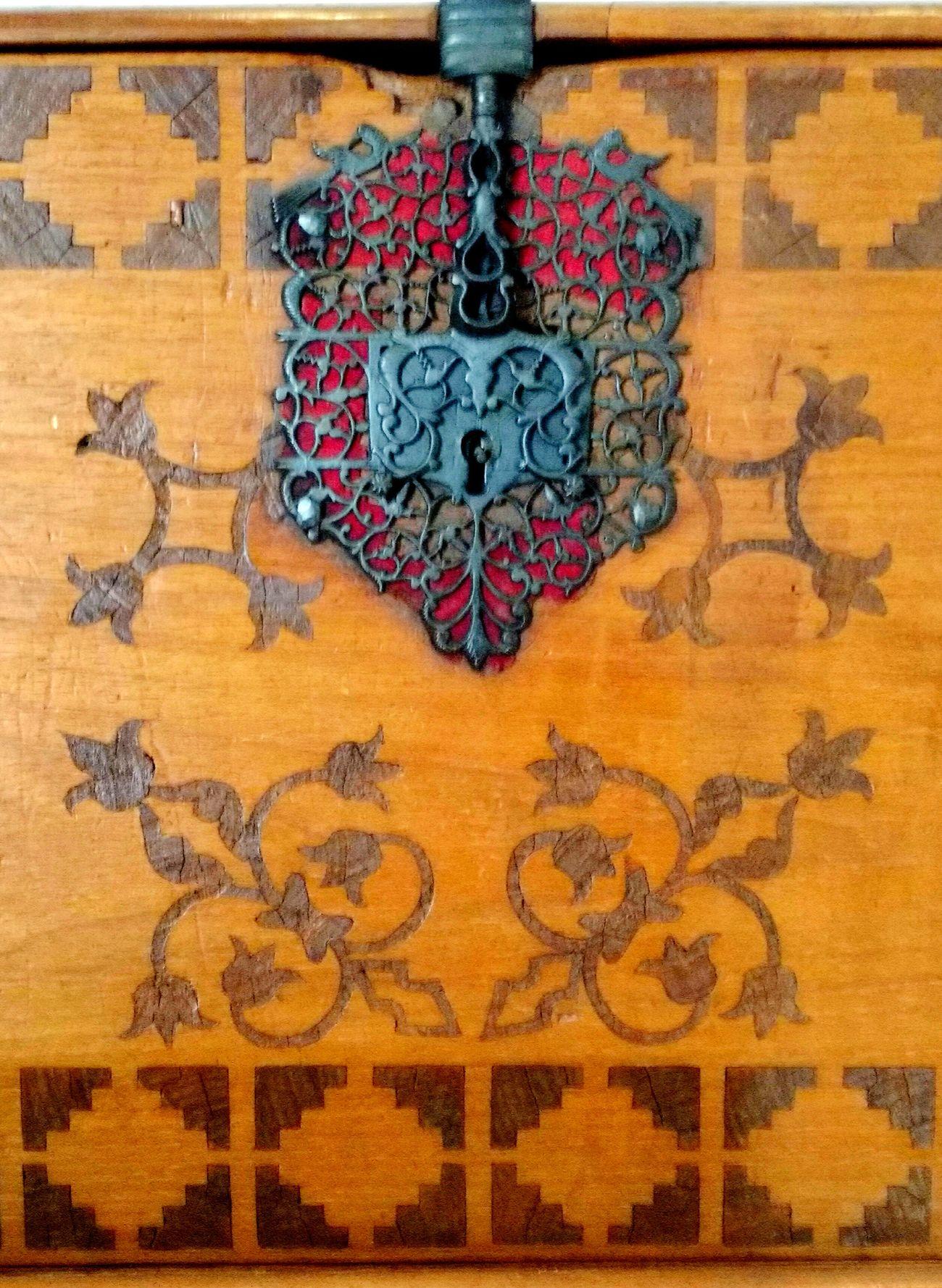 ArtWork Art And Craft Barroco Wooden Art Wooden Chest