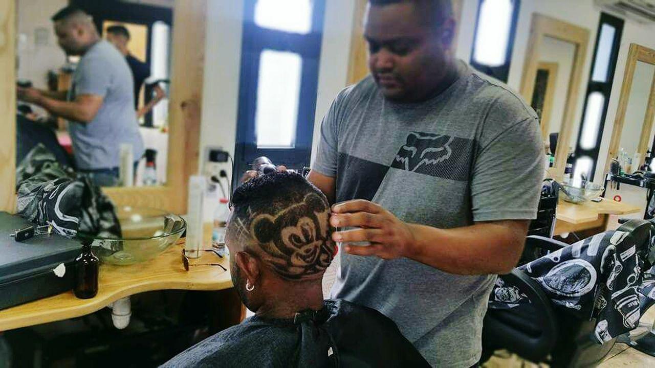 Mickey moose coiffure . By paja a barbershop Barber Shop Hairdresser Coiffuredujour Coiffure👍 Hip Hop Culture Reunionisland 🌴 Huaweip9lite People Of EyeEm Arts Culture And Entertainment Weekend On Eyeem Eye4photography  EyeEmBestPics People Performance ArtInMyLife Barber Creation Eyeem