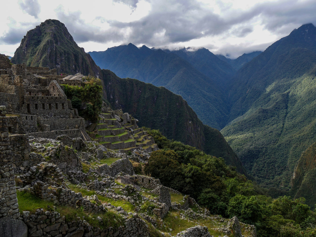 This is the view of Machu Picchu when you arrive on the site Landscape Traveling Beauty In Nature Nature_collection Natural Landmark EyeEm Gallery Nature Naturelovers Travel Eye4photography  EyeEm Nature Lover Outdoors Landscape_Collection Cityscapes Cityscape Eyeem Perú Peru Mountain Range Landscapes Scenics Travel Destinations Mountain Machu Picchu Clouds And Sky Adapted To The City