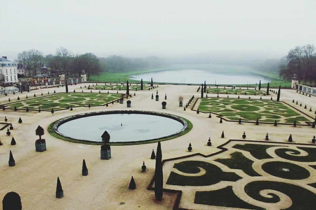 Jardines versalles / Garden Versalles Garden Garden Photography Versallespalace Versailles France France 🇫🇷 Francia Neblina Sky Sky And Clouds Travel Destinations First Eyeem Photo Travel Politics And Government Tree Law Outdoors People Day